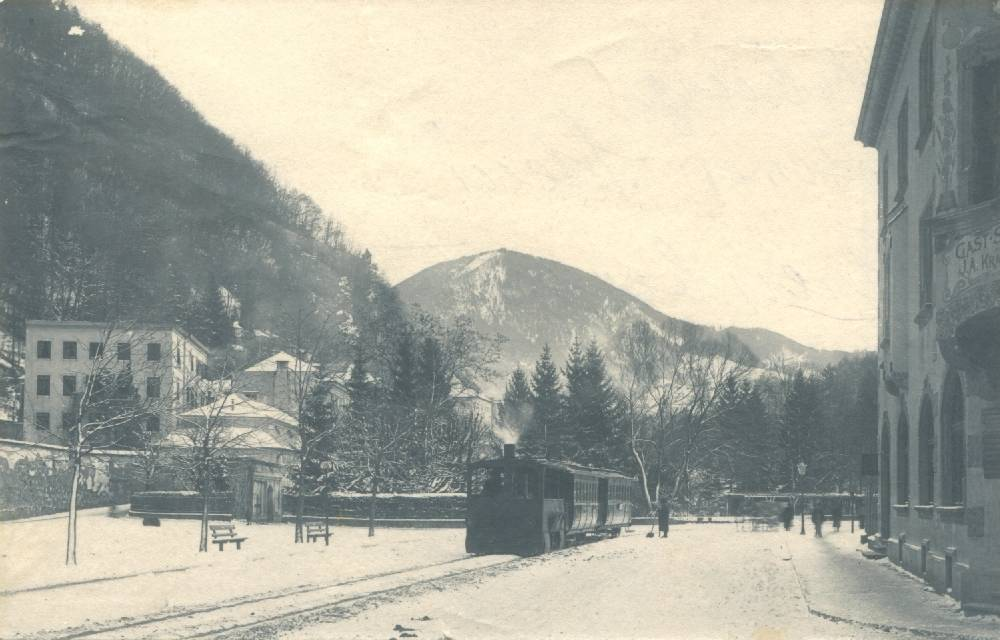 The steam tram at Äußerer Stein; Arenbergstraße in the background, Um 1900, SW-Fotografie, Salzburg Museum, Inv.-Nr. Foto 17181