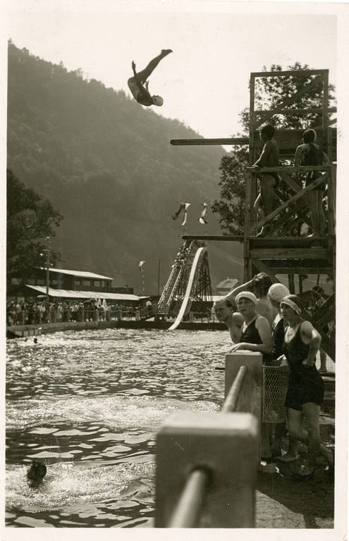 The diving tower of the lido on the Pitschachinsel in Hallein, 1928, © Keltenmuseum Hallein