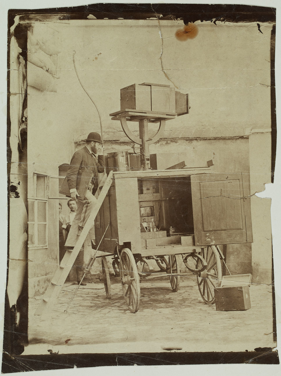 Gustav Jägermayer with his collodion photo developer carriage, 1860-70, inv. no. F 20283