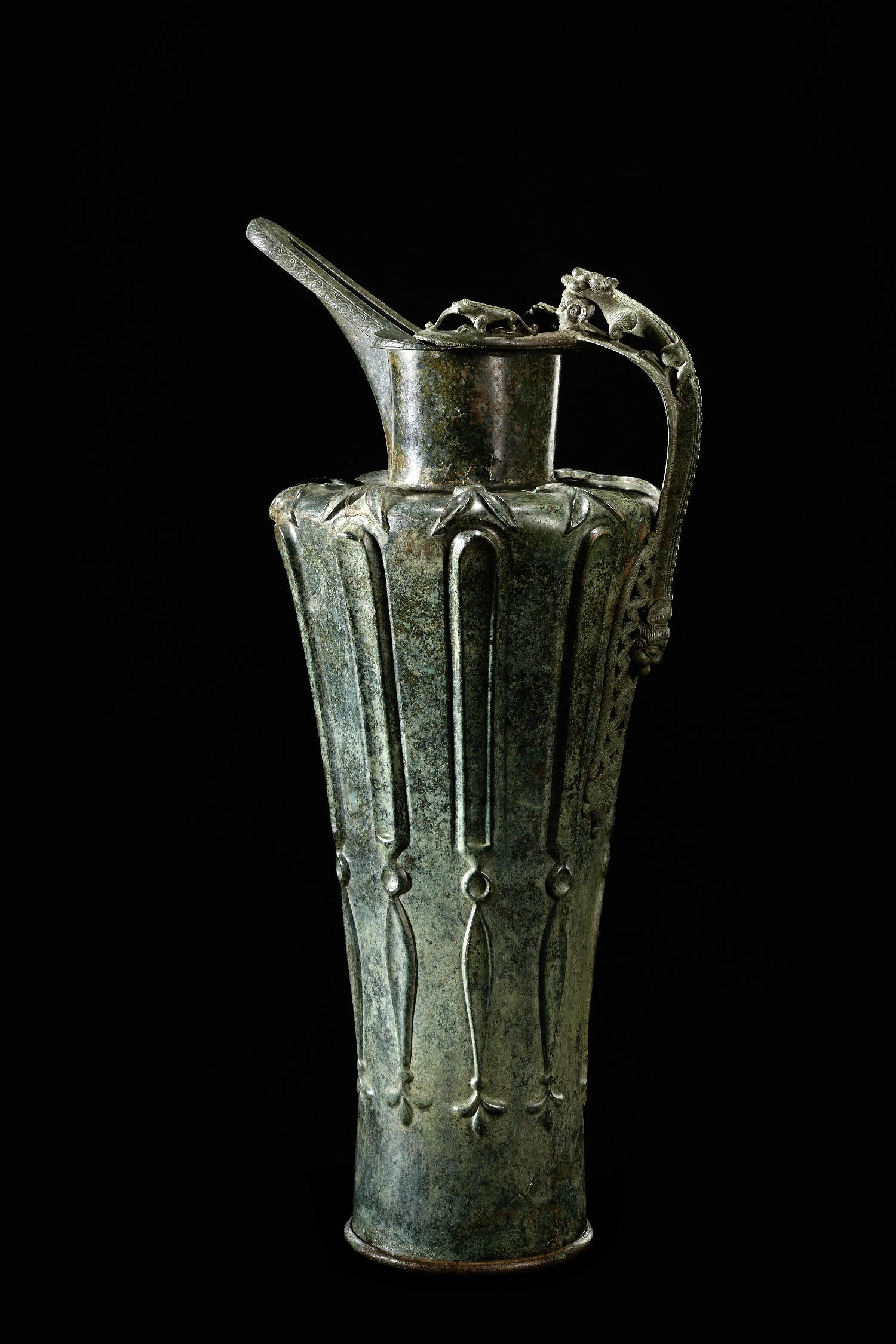 Beak-spouted jug, discovery location: Hallein-Dürrnberg, Latène Period, phase Lt A, 5th c. BC, bronze, inv. no. ARCH 6629
