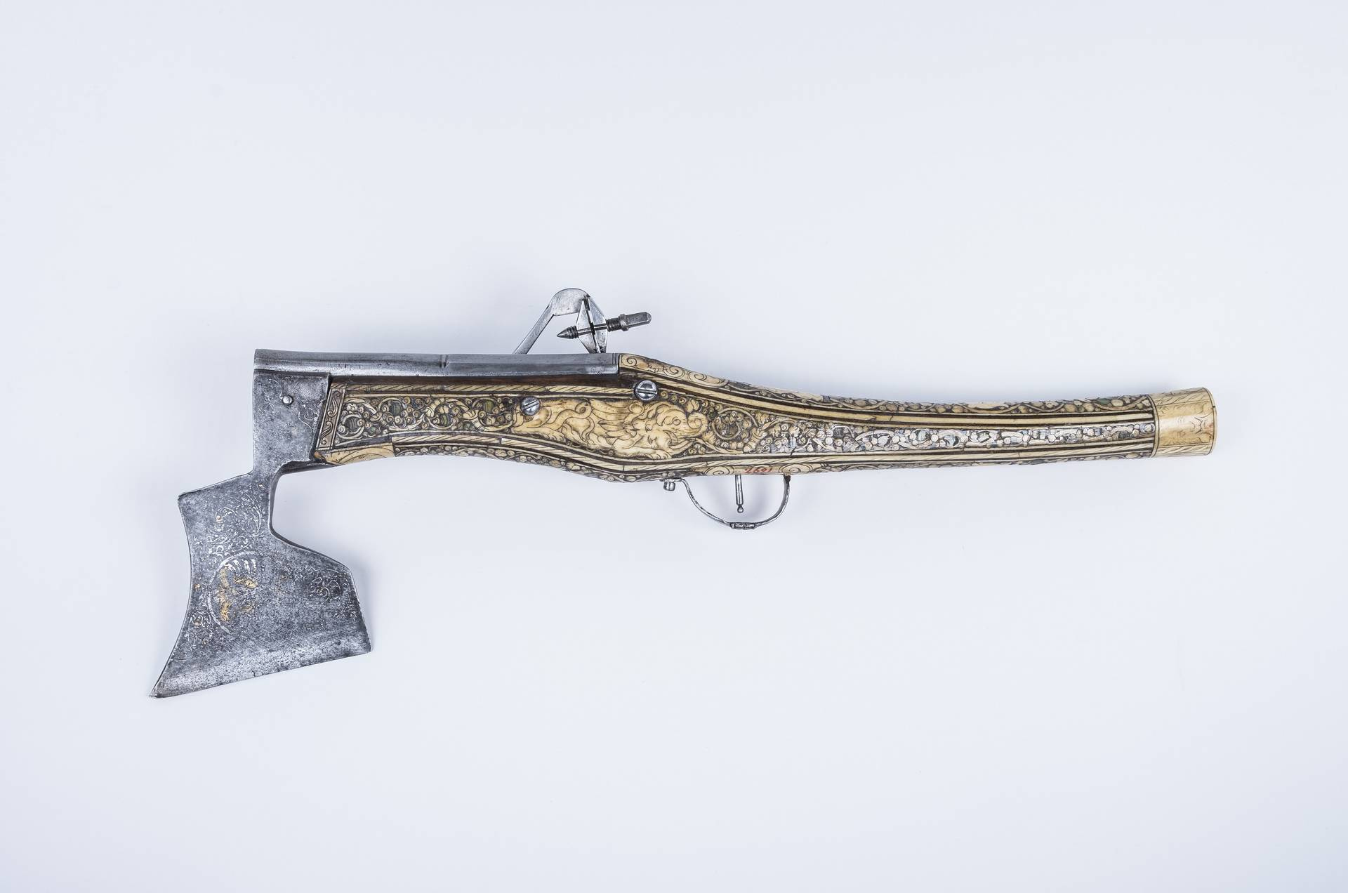 Wheel-lock pistol with pick, wheel lock: Suhl (Germany) or Salzburg, wooden shaft with bone inlays: probably southern Adriatic region, 1st half 17th c., inv. no. WA 4217